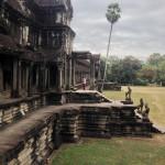 Одна из боковых стен храма