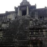 Лестница на 3-й, верхний уровень храма. Допускались туда не все